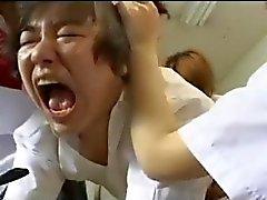 Страпон Gangbang на 3 японским учениц