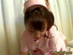 Infirmier de hottie asiatiques est mouillée