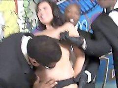 Ashley Blue se Gorge profonde et les baisée par black cock massif