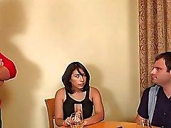 Nicole Aktierna om att saftigt Cock i sin cuckboy