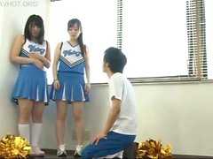 Läraren som blir mobbad för cheerleadersna