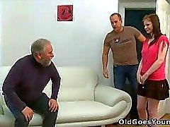Maria permette una vecchia ragazzo il suo cazzo e la poi ottiene la sua ragazzo per partecipare a con l'azione di