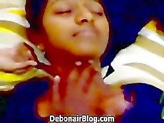 Geile Zuid- Indiase babe verleid en zuigen haar minnaars pik