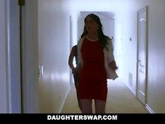 DaughterSwap - Due Hot mamme insegnano ai loro sesso figliastre Lesbo