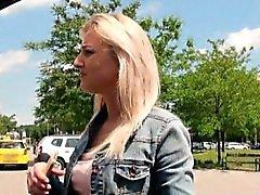 La muchacha República Checa a Katy Rose clavada por tío perverso en público