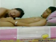 Cute Teen de Indonesia ver con sus FB y bebe su semen