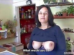 Tit grande maturo scopata negozio di fiori