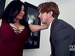 Jaylene Rio ameaçadora-temível Um Breasty Escolha ameaçadora-temível batendo o Grande Marangos do ator faz com que ele Cum