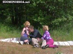 ulkotiloissa 3some yleisön rannalle suomalainen suomipornoo finnporn