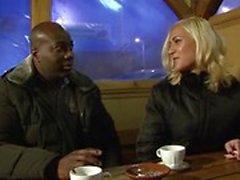 Предложил незнакомец рогоносца тренер ебать блондинка жена