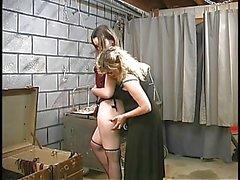 Duas lésbicas bdsm cave bonitos fazem para fora e ficar amarrado por mestre Len