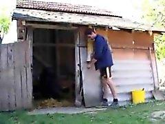 Çiftlik adam kıçını bir babaanne sikikleri