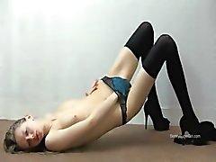 Ultra sexy kous op uitgemergelde super meisje