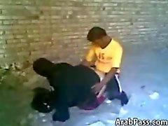Couple flagrado fazendo de sexo árabe Ar Livre
