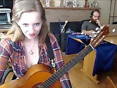 A través de webcam - chica peluda muestran anales