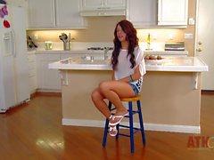 Lunga teenager che capelli sia è suscita un'intervista a cucina