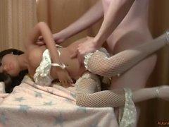 Fodendo uma boneca-menina curtida
