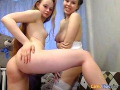 Близнецы девушки веб-камера любительское лесби домашнее 2010