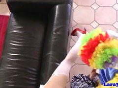 Kinky britische MILF Mund voll Clown Jizz