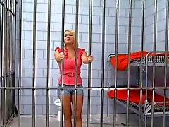 Блондинка Красавица Тюрьму После выебанная к большой петух