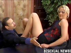 Je ferai en sorte que vous apprécierez votre premier trio bisexuel