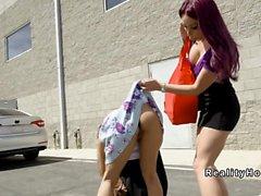 Tetona lesbianas búsqueda coño al aire libre