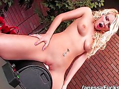 Sexy Vanessa Cage decides to try the sybian
