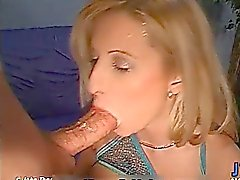 Busty blond slampa blir kåta sugande part4