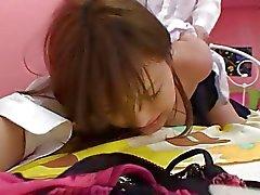 Linda furcia Japanese coge un estallido con fuerza y tarta de crema la cama