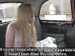 Dai capelli rossa del stronzi figa bionda di un taxi falsi