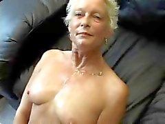 Büyükanne Fucks Ve kırlangıçlar Sucks !