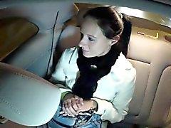 Cheated busty arkadaşım taksi içinde sikikleri