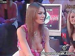 Una nipple slip sul televisione italiani cam in guardone Parte 4