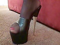 Naughty brunette milg kanssa valtavat tissit sukkia ei syvälle kurkkuun
