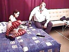 Piccolo bruna fa sesso con zio di Marty sul suo 60esimo compleanno regalandomi