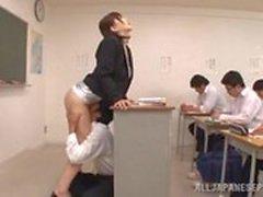 studentessa lecca la sua insegnante in Aula di