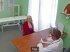 El paciente rubia de criticó de una falso doctor