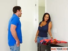 Maman chaude Ava Addams Caught Son