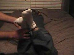 del ragazzo Tickles Wife dimensioni minuscole 4 piedi # a 3 - calze i piedi nudi , upperbody