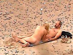 Voyeuring sexo en la playa de mi sobrina