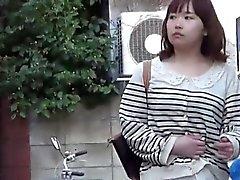 Os asiáticos mijar fora poças