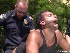 Criminal Perp blir det hårt av två kåta Cops Vill du knulla hårt