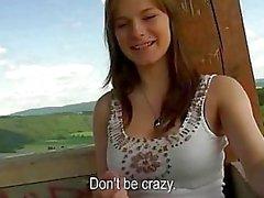 Schattig Tsjechische meisje knippert en kutje sloeg