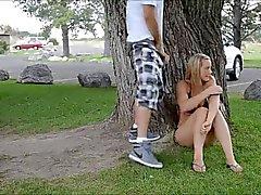 Adolescente Bionda In parco pubblico ... F70