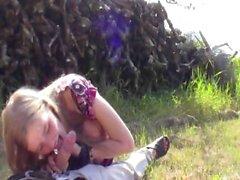 EvelinaJuliet - aplle bahçesinde Bowjob
