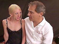 Thin bionda sottomessa Cagna Bondage Sesso