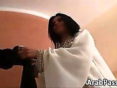 Peludo en árabe de la belleza Tomar una gran polla en