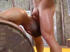 2 bodybuilders dominent et baiser dur (Brocky Brown, Alfredo Castaldo)