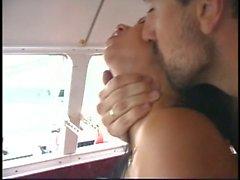 Bombasse enculée sur un yacht
