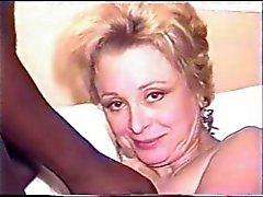 Rijpe vrouw neemt BBC gezichtsbehandelingen voor manlief , die films .